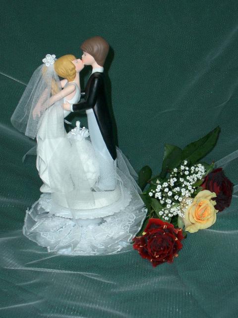 Küssendes Brautpaar aus Feinporzellan (#55)